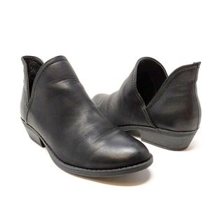 Universal Threads Black Cut out Ankle Bootie 6.5